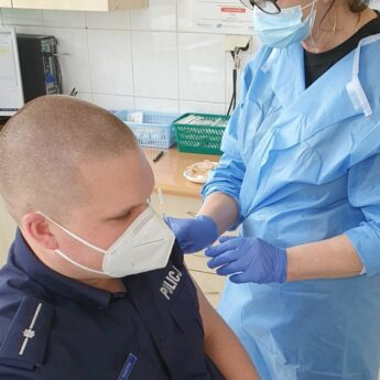 Rozpoczęły się szczepienia mundurowych w Powiecie Kamieńskim