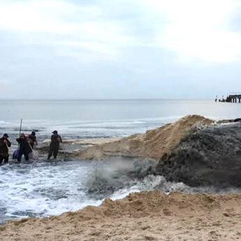 W Międzyzdrojach trwa poszerzanie plaży. Na miejscu pojawili się poszukiwacze bursztynów