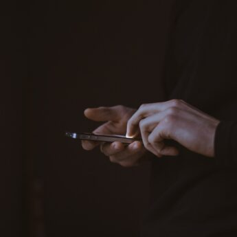 """Ministerstwo ostrzega! Uwaga na fałszywe telefony w sprawie """"nieautoryzowanej transakcji bankowej"""""""