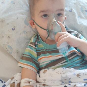 Kamień Pomorski zbiera dla niego nakrętki. Chłopiec potrzebuje środków finansowych na walkę z chorobą!