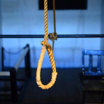 Gigantyczny wzrost liczby samobójstw wśród młodzieży. Poseł Łącki apeluje o psychologa w każdej szkole
