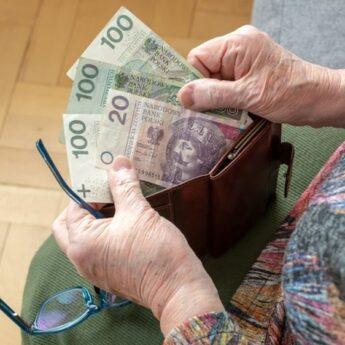 Czternastka dla emerytów. W tym roku ostatnia? Tak wynika z planów rządu