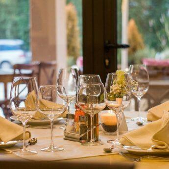 Jesienią do restauracji wejdą tylko zaszczepieni, ozdrowieńcy lub przetestowani