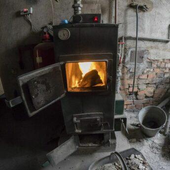 W Kamieniu Pomorskim wymienią stare piece i dofinansują termoizolację. Przyjdź na spotkanie konsultacyjne