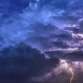 Kolejny dzień ostrzeżeń przed możliwymi burzami z gradem