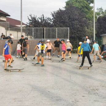 Deskorolki poszły w ruch! Warsztaty na wolińskim Skateparku