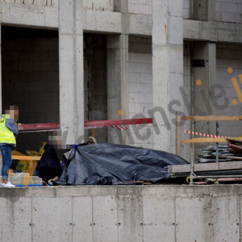Ciało na budowie w Dziwnówku. Policjanci badają czy nie doszło do zabójstwa