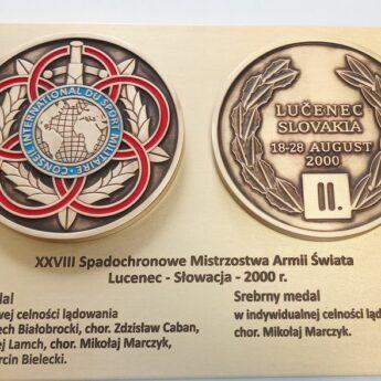 Odsłonięcie replik medali Mistrzostw Spadochroniarstwa Wojskowego [AKTUALIZACJA]