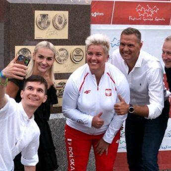 Gwiazdy sportu odsłoniły medale. Patrycja Markowska zaczarowała Dziwnów