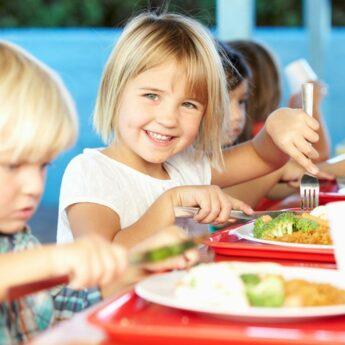 Dodatkowe pieniądze na dożywianie dzieci, młodzieży i osób starszych. Wśród beneficjentów Golczewo i Kamień Pomorski