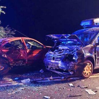 Czołowe zderzenie dwóch samochodów pod Kołczewem. 7 osób poszkodowanych