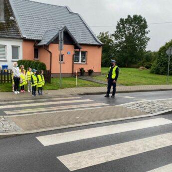 Bezpieczna droga do szkoły. Spotkanie policji z pierwszoklasistami