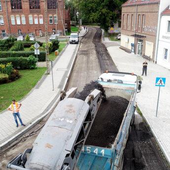 W Kamieniu Pomorskim rozpoczęła się modernizacja kolejnych ulic [FILM]