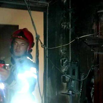 Pożar w domu jednorodzinnym w Strzeżewie. Na miejscu strażacy z Kamienia i Gostynia