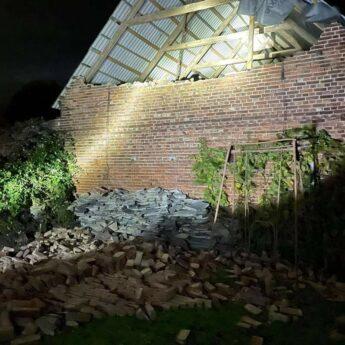 Niespokojna noc w Powiecie. Silny wiatr łamał drzewa i zrywał linie energetyczne