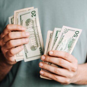 Czym jest konsolidacja kredytów i kiedy warto z niej skorzystać?