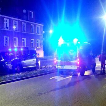 Ucieczkę przed Policją zakończyli na przydrożnej lampie
